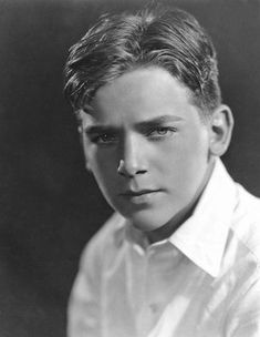 "Date of Birth:9 December 1909, New York City, New York, USA Date of Death:7 May 2000, New York City, New York, USA  (heart attack) Birth Name:Douglas Elton Ulman Fairbanks Junior Nickname:Doug Height;6' 0½"" (1.84 m)His film career began at the age of 13 when he was signed by Paramount Pictures. He debuted in Stephen Steps Out (1923) but the film flopped and his career stagnated despite a critically acclaimed role in Stella Dallas (1925)"