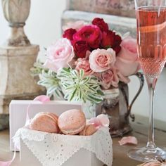 "Francy Ugolini on Instagram: ""❤️🥂❤️ #moodoftheday"" Valentines Sweets, Valentines Day Dinner, Homemade Valentines, Valentine Cookies, Swiss Meringue Buttercream, Buttercream Recipe, Rib Recipes, Steak Recipes, Lasagna Recipes"