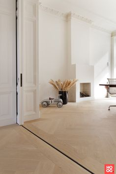oak herringbone floor - track for doors Home Interior Design, Interior Styling, Interior And Exterior, Living Room Inspiration, Interior Inspiration, Herringbone Wood Floor, Doors And Floors, Room Tour, Home Living Room