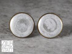 Ohrstecker - Silbern schimmernde Keramik-Ohrstecker, 12 mm - ein Designerstück von Zierwerkstatt bei DaWanda