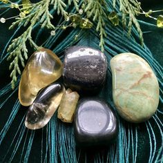 Abundance Stone Set to attract and manifest wealth and prosperity