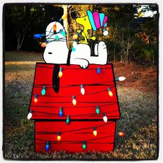 Christmas Yard Art. I want to make one of these for next year.