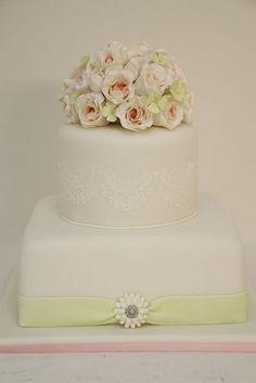 2-stöckige Hochzeitstorte mit rosa und zartgrün