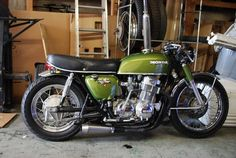 CB 750 Four nice green racer. Cafe Racer Honda, Cafe Bike, Cafe Racer Bikes, Honda Cb750, Motos Honda, Honda Bikes, Ducati, Cool Motorcycles, Vintage Motorcycles