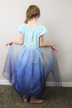 Grab this free pattern and learn how to make a simple queen Elsa costume for your little preschooler or toddler. Includes an icicle svg cut file to use. Dress Up Outfits, Dress Up Costumes, Diy Dress, Princess Anna Dress, Peasant Dress Patterns, Halloween Sewing, How To Make Skirt, Queen Outfit, Sewing Patterns For Kids