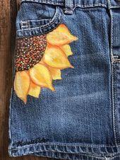 t oshkosh jeansrock sonnenblumenrock handgemalte kleidung gemalt Painted Denim Jacket, Painted Jeans, Painted Clothes, Diy Jeans, Mode Outfits, Grunge Outfits, Diy Clothing, Custom Clothes, Denim Kunst