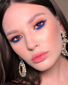 makeup on black dress eye makeup goes with a red lip makeup eyeliner makeup 2019 simple makeup natural makeup trends 2020 makeup kajal makeup application Glam Makeup, Eyeshadow Makeup, Makeup Art, Beauty Makeup, Orange Eyeshadow, Blue Eyeliner, Cool Makeup, Makeup Monolid, Highlighter Makeup