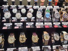 Des Rolex vintage dans Burlington Arcade - Londres, Angleterre Amelie, Rolex, Breitling, Arcade, Accessories, Vintage, London England, Wayfarer, Gifts For Women