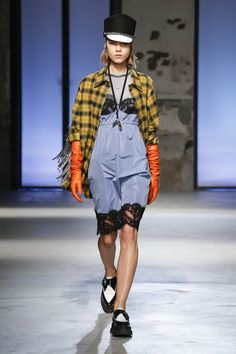 No. 21 Fall 2018 Ready-to-Wear Collection - Vogue