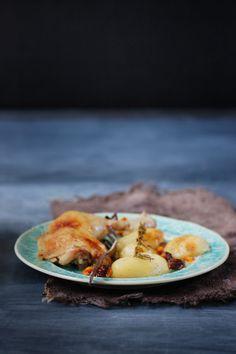 Poulet à l'argousier, raisins et romarin