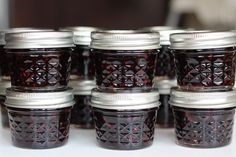 Looking for a quick gift to make this weekend for teachers, neighbors, friends, co-workers and more? I have a sweet idea for you… For as far back as I can remember my mom has made strawberry jam for Christmas gifts. Homemade Christmas Gifts Food, Homemade Blackberry Jam, Strawberry Jam, Food Gifts, Simple Christmas, Mason Jars, Favorite Recipes, Sweet, Easy