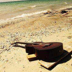 guitar_sea_beach_music_80089_2048x2048.jpg (2048×2048)