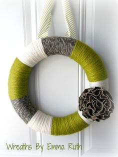Modern Green & Gray thick yarn wreath with zipper flower