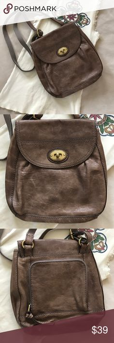 """Leather Fossil cross body Cute bag, with lots of storage and a built in wallet on back.  Measures 11"""" x 10"""" Fossil Bags Crossbody Bags"""