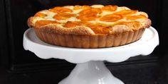 Τα βερύκοκα είναι στην εποχή τους, αρωματικά και ζουμερά. Χαρείτε τα σε μια μοναδική τάρτα, την οποία μπορείτε να σερβίρετε με μια μπάλα παγωτό. Muffin, Favorite Recipes, Sweets, Candy, Cooking, Breakfast, Desserts, Food, Greek Beauty