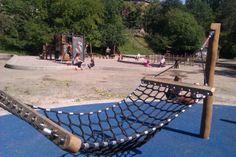 Østre Anlæg. Hængekøjer, Højgynger, Piratskib, Legehuse i trækronerne. En oase for børn og deres forældre. Tæt på SMK.