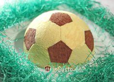Football cake with ice-creame  http://www.ingusto.it/ricette/dolci-e-biscotti/722-torta-pallone-da-calcio-per-la-festa-del-papa.html