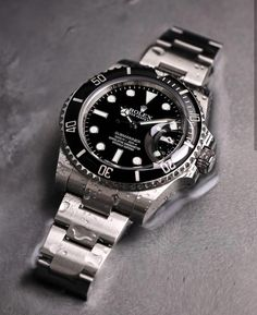 You can't go wrong with a black dial Rolex Submariner in Steel Photo by – All Pictures Rolex Watches For Men, Luxury Watches For Men, Cool Watches, Dream Watches, Vintage Rolex, Breitling, Rolex Submariner Black, Cartier, Bracelets Design