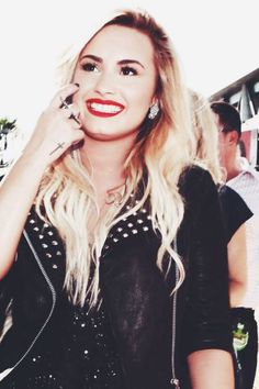 Demi's smile is the most beautiful smile in the world! and the of America Demi Lovato, Princess Protection Program, Beautiful People, Most Beautiful, Beautiful Smile, Famous Girls, Just Girly Things, Just Run, Role Models
