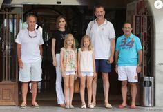 PHOTOS - Letizia, Leonor et Sofia d'Espagne sont venues encourager le roi Felipe…