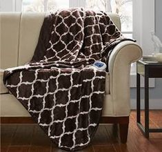 Cuddle under the Beautyrest Ogee Oversize Heated Throw to keep those chilly days away. With state of the art Secure Comfort Technology and a temperature control, this warm and cozy blanket is perfect for brisk weather. Electric Throw Blanket, Heated Throw Blanket, Oversized Throw Blanket, Cozy Fashion, Bed Throws, Cozy Blankets, Space Furniture, Baby Clothes Shops, Warm And Cozy