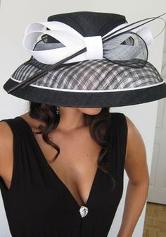 I want to go to the Kentucky Derby just once to see all of the amazing hats! Kentucky Derby Outfit, Derby Attire, Kentucky Derby Fashion, Derby Outfits, Chapeaux Pour Kentucky Derby, Fancy Hats, Big Hats, Women's Hats, Beauty And Fashion