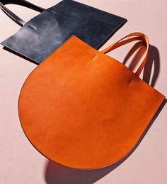 Sara Barner bags Source by norahundorfean Leather Bags Handmade, Handmade Bags, Leather Purses, Leather Handbags, Leather Totes, Leather Tote Bags, Mk Handbags, Leather Backpacks, My Bags