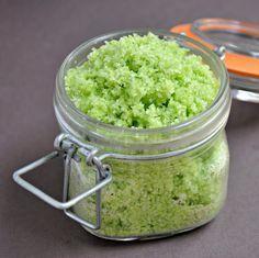Tempero caseiro pronto - contra a preguiça ou cheiro de alho quando cozinhar :) Bem eu faço 2 versões, mas não coloco sal em nenhuma...
