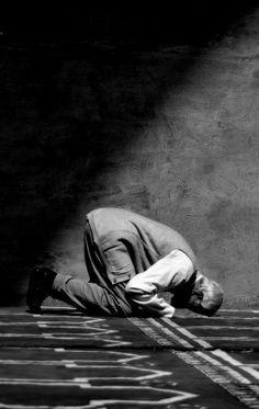 la prosternation pour l'Unique qui n'a pas d'associé Allah Calligraphy, Islamic Art Calligraphy, Islamic Images, Islamic Pictures, Islamic Quotes, Arabic Quotes, Quran Arabic, Islam Quran, Muslim Pictures