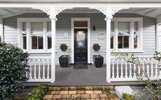 - Gorgeous Character Home in - New Zealand Exterior Color Schemes, Exterior Paint Colors For House, House Color Schemes, Exterior Design, Bungalow Exterior, Cottage Exterior, Weatherboard House, Queenslander, Front Verandah