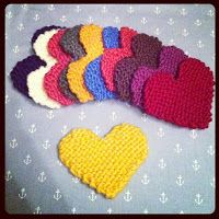 Julie and The Knits: Free Pattern: Knitted Heart