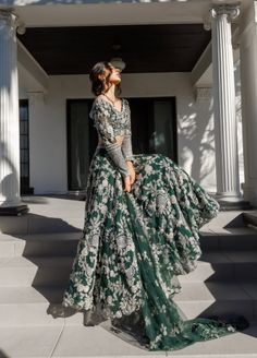 Asian Bridal Dresses, Pakistani Wedding Outfits, Indian Bridal Outfits, Pakistani Bridal Dresses, Pakistani Wedding Dresses, Indian Fashion Dresses, Gold Lehenga Bridal, Indian Formal Dresses, Indian Bridal Couture
