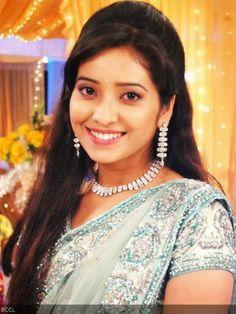 Asha Negi Photos - Asha Negi in Saree Bollywood Girls, Bollywood Actress, Pink Half Sarees, India People, Tv Actors, Beautiful Saree, Beautiful Actresses, Pretty Face, Indian Actresses