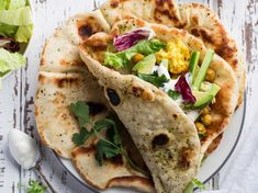 Discover the recipe Naans with vegetables on cuisineactuelle. - My CMS No Salt Recipes, Veggie Recipes, Indian Food Recipes, Vegetarian Recipes, Healthy Recipes, Ethnic Recipes, Veggie Food, Wrap Sandwiches, Healthy Alternatives