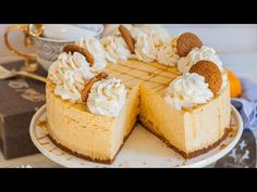 The BEST no-bake pumpkin cheesecake recipe! Super fluffy and delicious pumpkin cheesecake with spiced whipped cream and caramel drizzle. Great for Thanksgiving! Tiramisu Cheesecake, No Bake Pumpkin Cheesecake, Pumpkin Bundt Cake, Best Cheesecake, Baked Pumpkin, Pumpkin Dessert, Cupcakes, Cake Cookies, Cooking