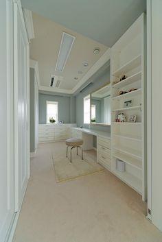 マンションリノベーション、グラデン、パウダールーム、カーペット敷き、モールディング Vanity Desk, Beach House Decor, Home Decor, Interior Decorating, Interior Design, My Room, Home Crafts, House Plans, New Homes