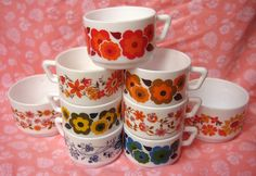 Wise Montgomery - Maybe coffee mugs are the way to go with your Pyrex/Fire King collection. Vintage Kitchenware, Vintage Dishes, Vintage Pyrex, Coffee Cups, Tea Cups, Coffee Time, Dining Ware, Coffee Tasting, Vintage Coffee