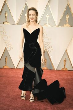 Brie Larson in Oscar de la Renta attends the 89th Annual Academy Awards at Hollywood & Highland Center on February 26, 2017 in Hollywood, California.