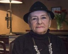 Niusia Horowitz - La niña de Schindler. , es la joven judía que  Schindler besa, ante la mirada  de  oficiales nazis, el día de su cumpleaños. Horowitz aparece en la  escena final en la que más de un centenar de judíos desfilan ante la tumba de Oskar Schindler, fallecido en Alemania el 9 de octubre de 1974.se enriqueció con el trabajo gratuito de los judíos y gastó toda su fortuna en salvarlos después, esta enterrado en la parcela del cementerio de los Justos por las Naciones de Jerusalén.