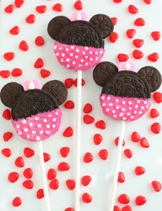 Easy Minnie Mouse cookie pops - These would be so cute for favors!