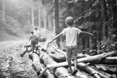 lapsia tasapainoilemassa tukeilla Railroad Tracks, Train Tracks