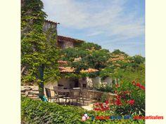 A 2 km centre ville, au sein d'un domaine privé viticole, bien desservi, à 20 des plages. Jolie bastide sur 2 niveaux, possibilité appartement indépendant. Maison de gardien, pool house, vue dégagée panoramique. Belle qualité de vie, idéal grande famille, résidence secondaire ou maison d'hôte, rare dans le secteur.www.partenaire-europeen.fr/Annonces-Immobilieres/France/Provence-Alpes-Cote-d-Azur/Var/Vente-Propriete-F8-LE-MUY-8000287 #jardin