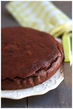 Gâteau au chocolat et aux courgettes de Marie Chioca. (Testé 2014 - seulement 3 œufs et 50 g de purée d'amandes + 4 cuillères à soupe de compote pour compenser. 1 sachet de levure) TB !