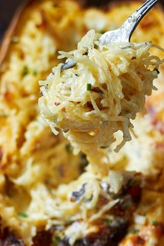 Four Cheese Garlic Spaghetti Squash If you're sticking to a low-carb diet and try to avoid starchy noodles, you've just found the perfect dinner!If you're sticking to a low-carb diet and try to avoid starchy noodles, you've just found the perfect dinner! Low Carb Recipes, Diet Recipes, Cooking Recipes, Recipies, Cream Recipes, Low Carb Vegitarian Recipes, Healthy Recipes Dinner Weightloss, Healthy Low Carb Dinners, Mushrooms
