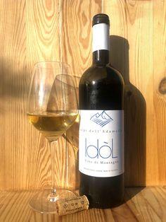 Vino  di montagna da vitigno Solaris resistente alle malattie fungine (PIWI).  Cooperativa Alpi dell'Adamello di Edolo (BS), regione Lombardia. Red Wine, Alcoholic Drinks, Bottle, Glass, Wine, Drinkware, Alcoholic Beverages, Flask, Liquor