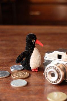 ペンギンのサイズ:5cm素材:ミニチュアファー、フェルト目:ビーズ(黒)※販売作品はペンギン1体になります。写真に写っている小物・他のぬいぐるみなどは付属しま... ハンドメイド、手作り、手仕事品の通販・販売・購入ならCreema。