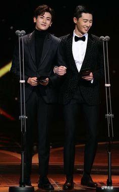 Tall and handsome oppas during the KBS Drama Awards Park Hyung Shik, Kbs Drama, Park Seo Joon, Handsome Korean Actors, Idole, Hyung Sik, Korean Star, Kdrama Actors, Jiyong