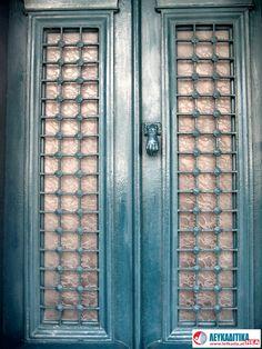 Διακοσμητικά κάγκελα πόρτας με ρόπτρο Νο 2.