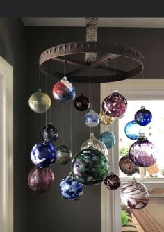 Diy Christmas Ornaments, Glass Ornaments, Christmas Bulbs, Christmas Decorations, Studio Apartment Furniture, Hanging Terrarium, Macrame Curtain, Bohemian House, Stained Glass Art