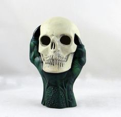 Completely unique design of a ceramic hand painted dragon claw holding a skull - the eyes are cur out so that this is perfect for inserting a tea light candle or incense - what the smoke curl out of the eyes! Candles or incense not included. There is a subtle glow in the dark paint applied to the eyes. Great for fantasy lovers, as a halloween decoration and as a unique gift for friends and family with a taste for geeky fantasy! Hand-painted with assorted colours available, please specify if…